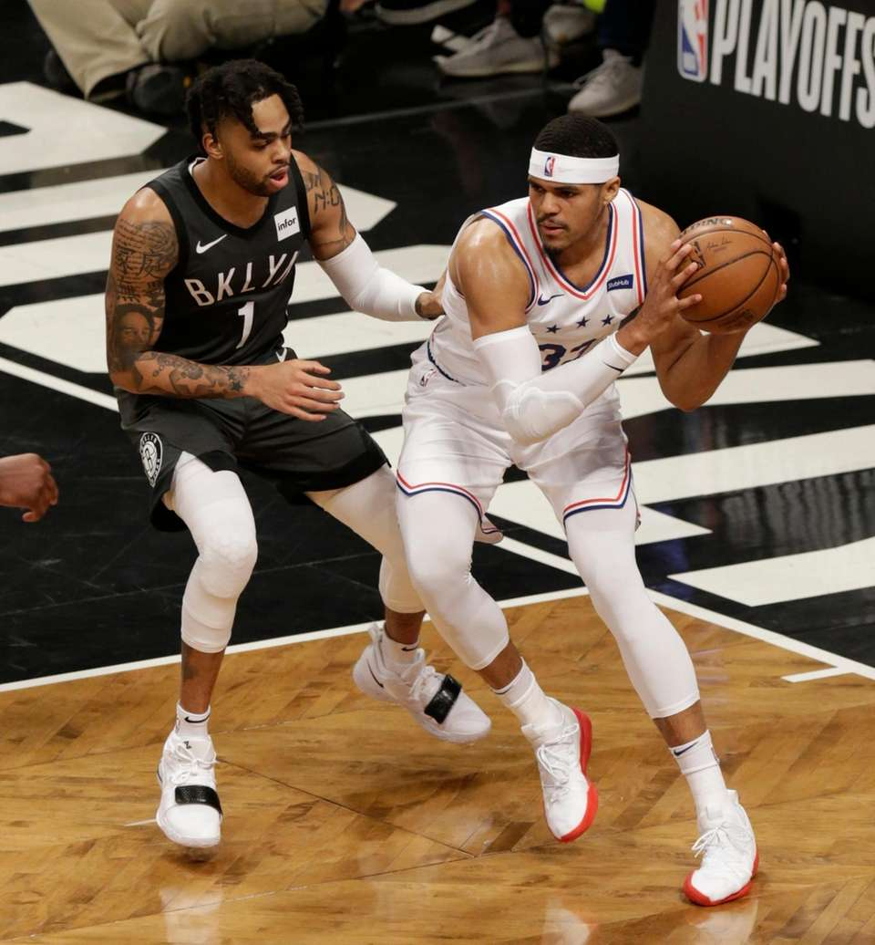 Nets guard D'Angelo Russell (1) defends 76ers forward