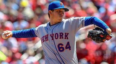Mets starting pitcher Chris Flexen throws during the