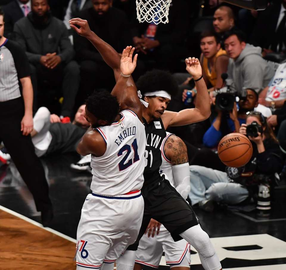 76ers center Joel Embiid (21) defends as he