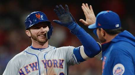 Pete Alonso #20 of the Mets celebrates with