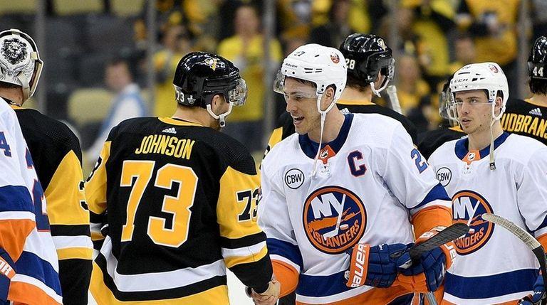Anders Lee #27 of the Islanders shakes hands