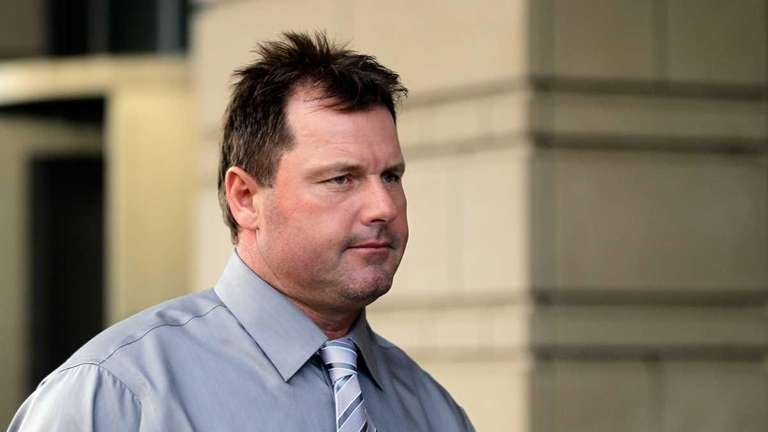 Roger Clemens leaves federal court following jury selection