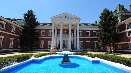 St. John's University wants Islip Town approval for