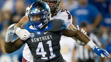 Kentucky linebacker Josh Allen (41) rushes against South
