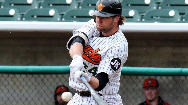 Ducks outfielder Kirk Nieuwenhuis bats in a game