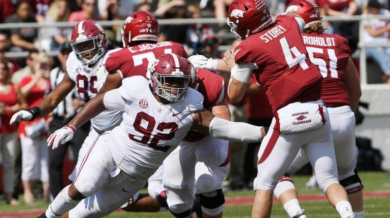 Alabama defensive lineman Quinnen Williams puts the pressure