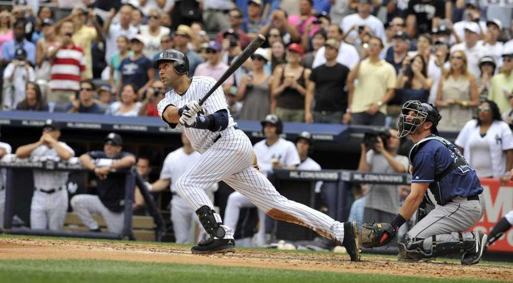 Derek Jeter strokes a solo home run in