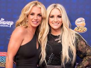 Britney Spears, left, with her younger sister Jamie
