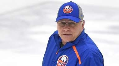 Islanders head coach Barry Trotz oversees practice at