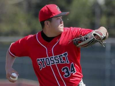 Jacob Lee #34 of Syosset scoops up a