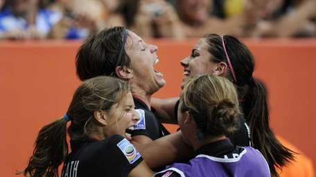 USA's striker Abby Wambach (2nd L) celebrates with