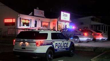 Suffolk County police at Aura Vape on Middle