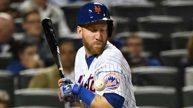 Mets third baseman Todd Frazier gets hit by