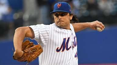 Mets starting pitcher Jason Vargas delivers a pitch