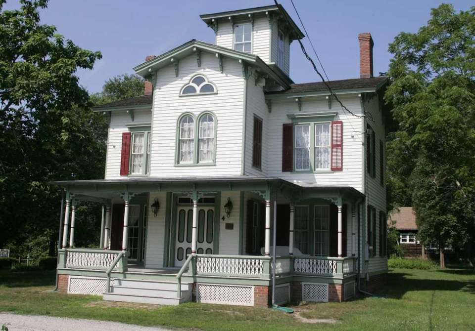 The Robert Hewlett Hawkins House was built in