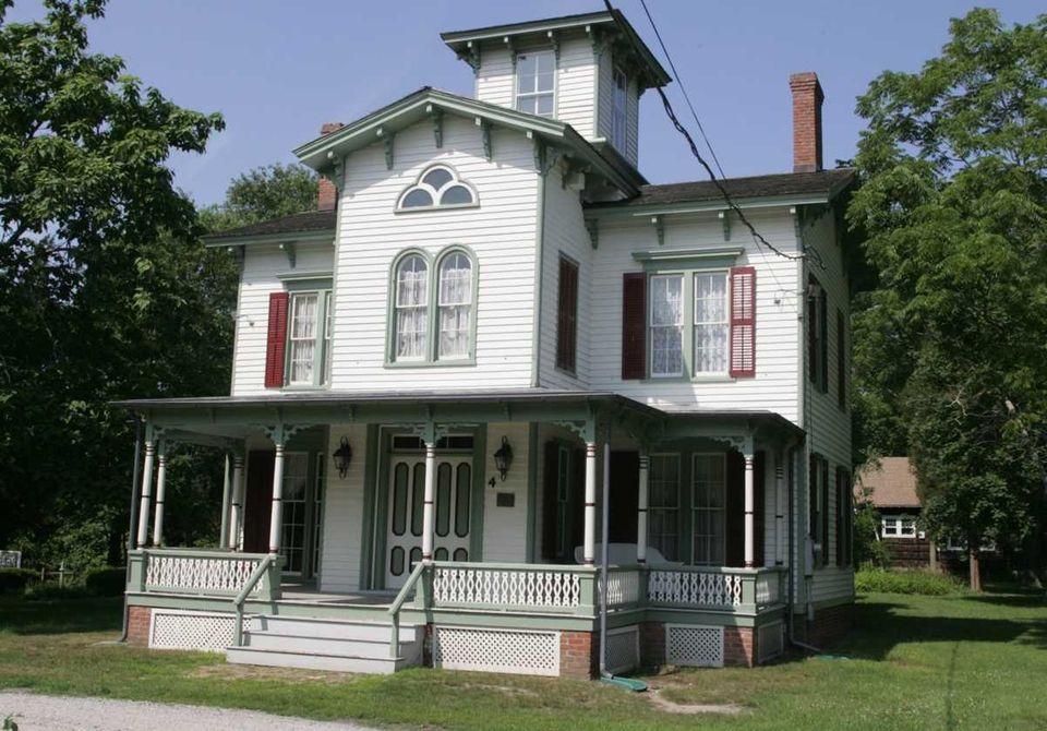 The Robert Hewlett Hawkins House was built in