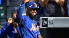 Mets shortstop Jose Reyes acknowledges fans as he