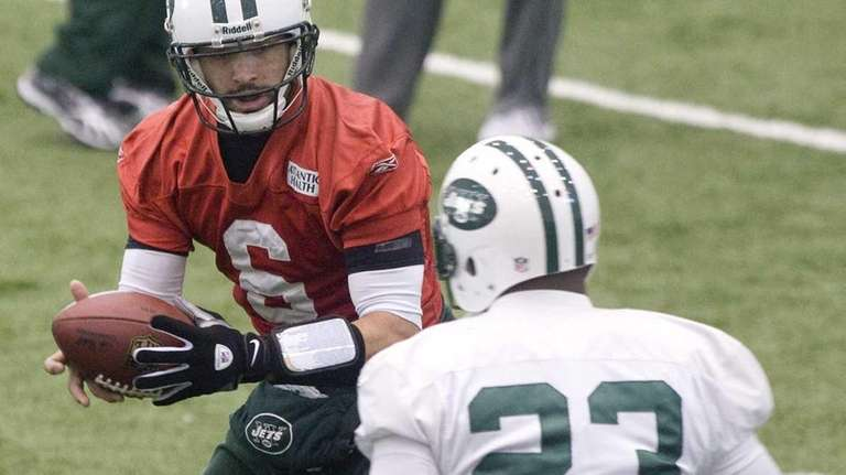 Jets quarterback Mark Sanchez hands the ball to