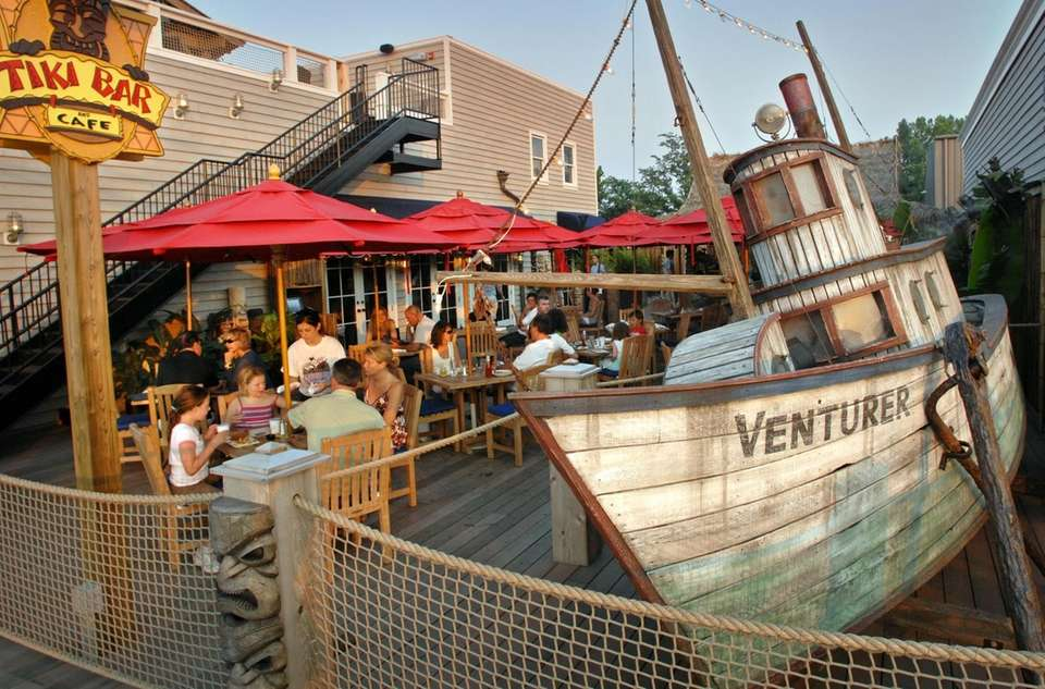 Shipwreck Tavern (10 Bayville Ave., Bayville): Eat on