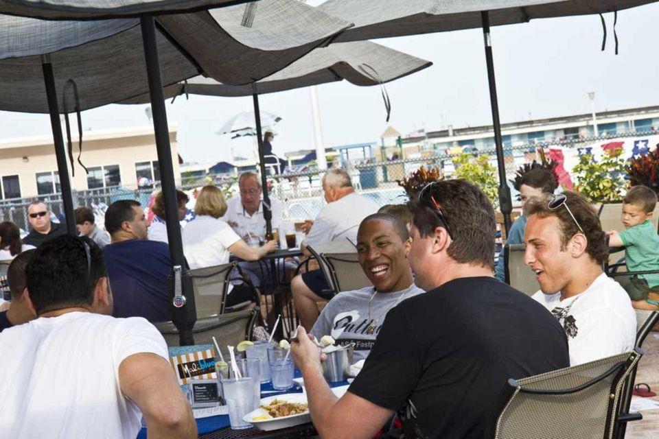Maliblue Oyster Bar (1500 Lido Blvd., Lido Beach):
