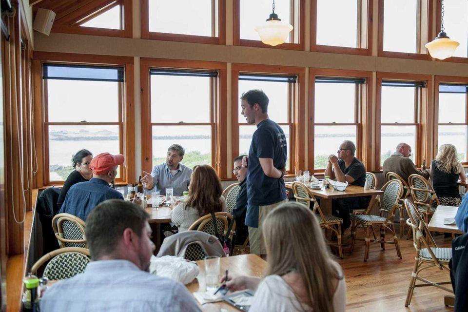 Inlet Seafood (541 East Lake Dr., Montauk): Dine