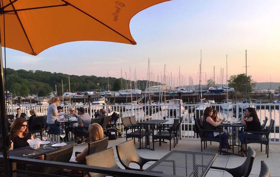 The Cove Restaurant & Oyster Bar (74 Shore
