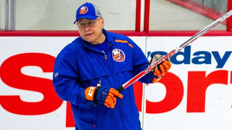 Islanders coach Barry Trotz looks on during practice