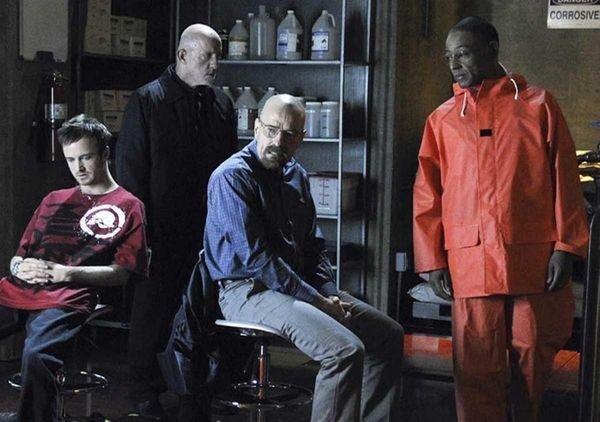(L-R) Jesse Pinkman (Aaron Paul), Mike (Jonathan Banks),