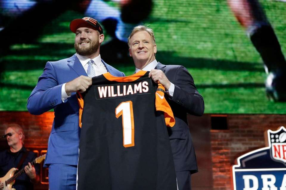 Alabama tackle Jonah Williams poses with NFL Commissioner