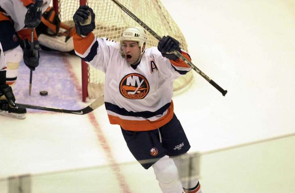 ROMAN HAMRLIK, Defense Islanders (2000-2004): 300 games, 43