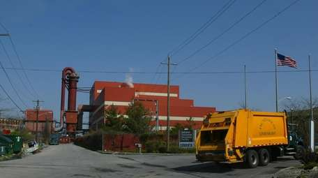 A garbage truck enters the Covanta Babylon Resource