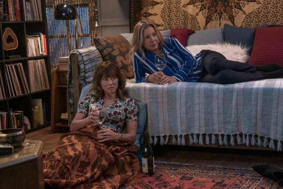 Linda Cardellini, left, and Christina Applegate star in