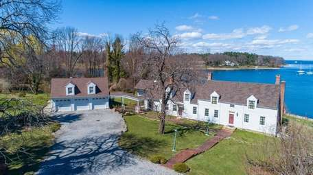Recent updates at this Lloyd Harbor home include
