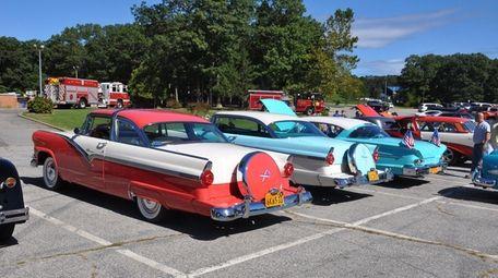 Cars at last year's Dix Hills FD Car