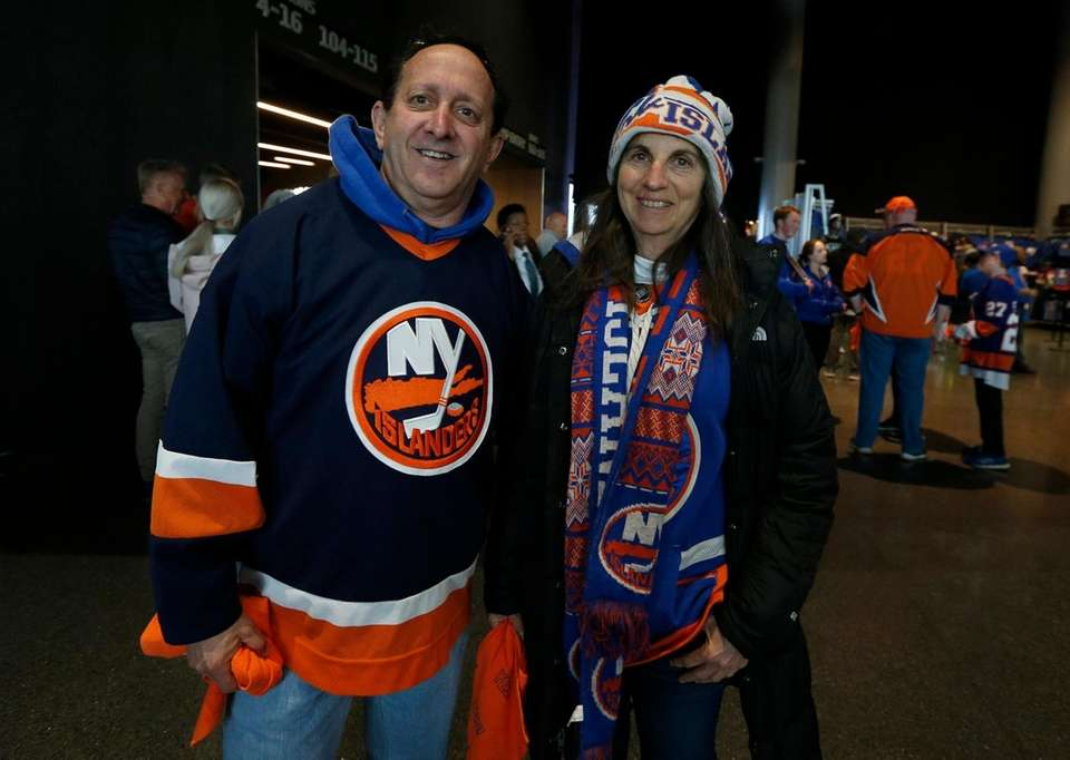 Islanders fans Marc and Loree Tand from Merrick