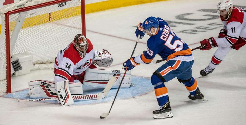 New York Islanders' Casey Cizikas could not get