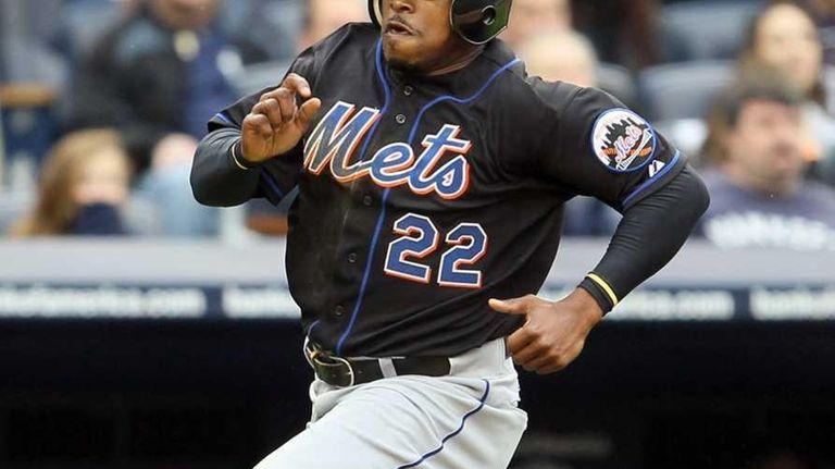 Willie Harris of the New York Mets scores