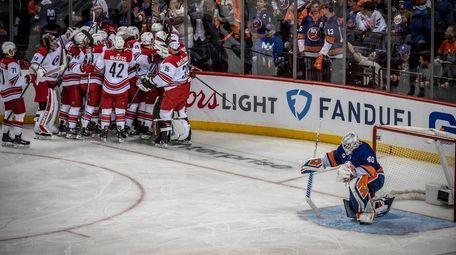Islanders goalie Robin Lehner rest on on knee