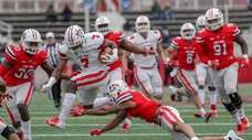 Ty Son Lawton #7 of Stony Brook's offensive