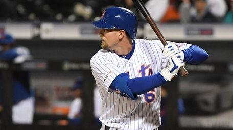 Mets left fielder Jeff McNeil looks for his
