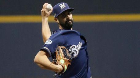 Milwaukee Brewers starting pitcher Gio Gonzalez (47) throws