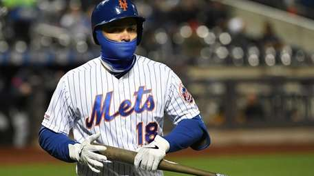Mets catcher Travis d'Arnaud walks back to the