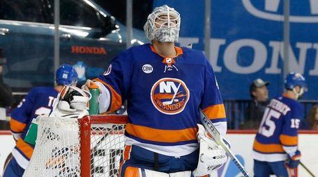 Robin Lehner #40 of the Islanders looks on