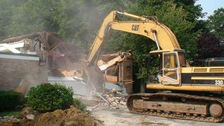 The arm of a 40-ton excavator demolished the