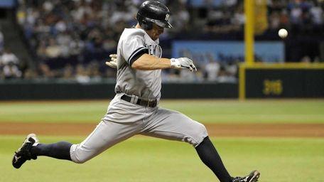 New York Yankees' Brett Gardner beats the throw