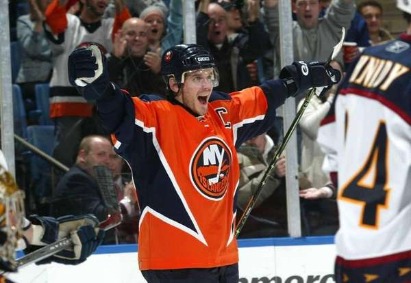 Alexei Yashin of the New York Islanders celebrates