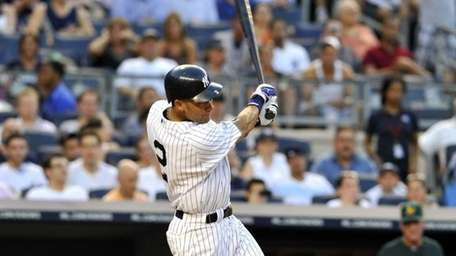 Derek Jeter hits a 2-RBI single in the