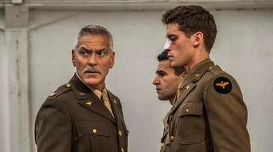 Scheisskopf (George Clooney), Yossarian (Christopher Abbott) and