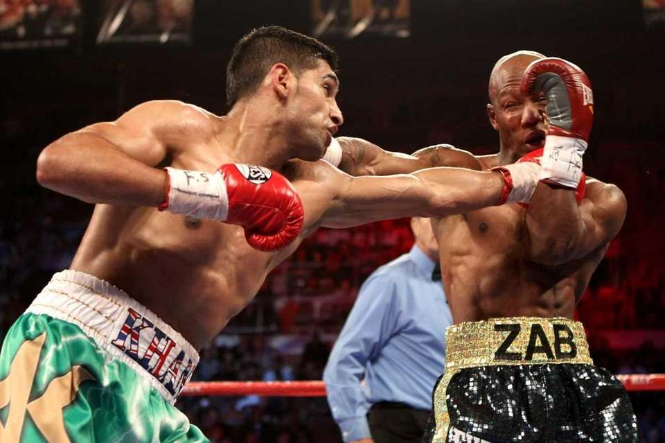 (L-R) Amir Khan throws a left at Zab