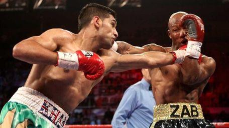 (L-R) Amir Khan throws a left at Zab